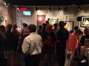 Photo du public dans la galerie